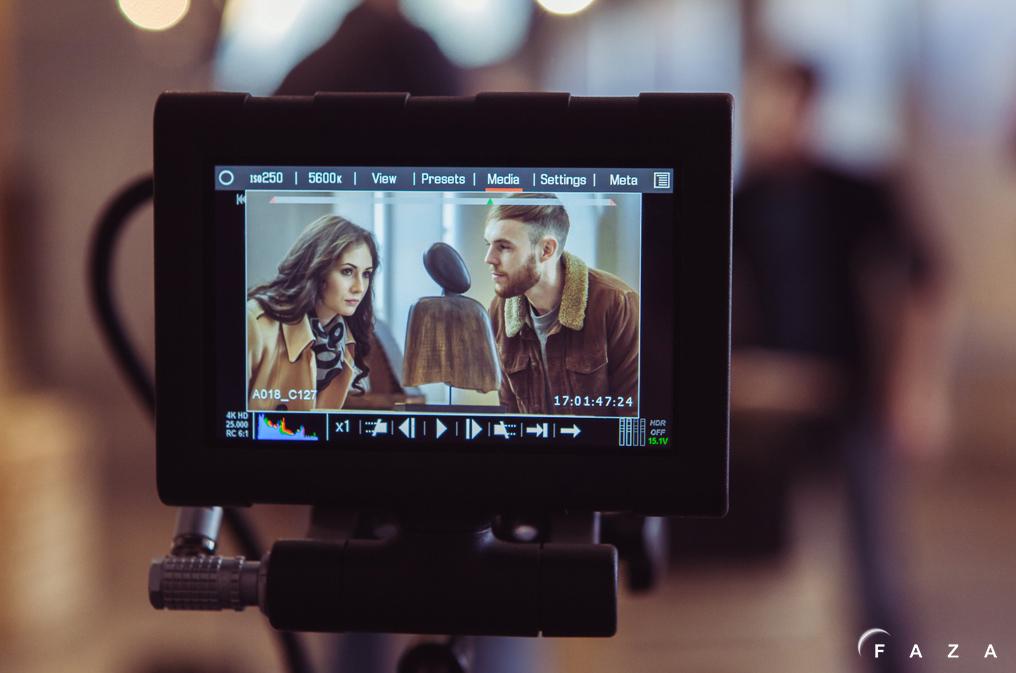 Актеры в кадре на съемках рекламы дизайн-фабрики «Заря»